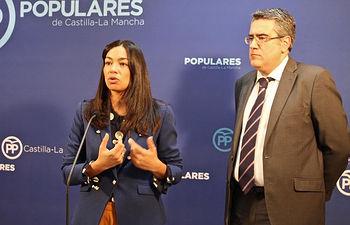 La portavoz del Partido Popular de Castilla-La Mañana, Claudia Alonso; y el coordinador de Mesas de Trabajo Abiertas de la formación, Miguel Ángel Rodríguez