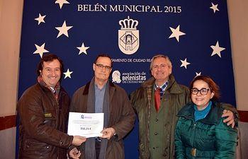 El Ayuntamiento entrega a Cáritas el dinero obtenido por los donativos del Belén Municipal
