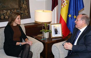 Presidenta Cospedal con rector UIMP, César Nombela. Foto: JCCM.