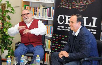 Fernando Savater junto a Santiago YUBERO, decano de la Facultad de Ciencias de la Educación y Humanidades.