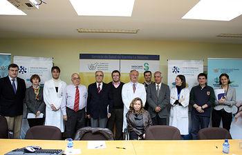 El director general de Ordenación y Evaluación, José Luis López, junto a los patronos de la Fundación Empresarial para la Investigación Biomédica, el gerente del CHUA, Jesús Martino Sánchez, y responsables y profesionales del Complejo Hospitalario Universitario de Albacete.