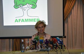 Carmen Quintanilla presenta las jornadas y actividades que tenemos previstas para el Día Internacional de la Mujer Rural. Foto: Picasa.