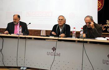 Luis Collado (centro) junto a los ponentes