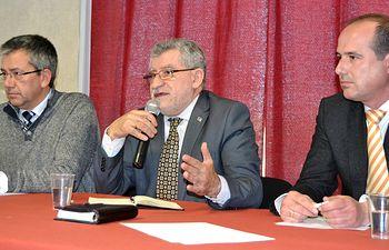 El consejero de Educación, Cultura y Deportes, Ángel Felpeto, ha mantenido una reunión en Yebes con familias del municipio.