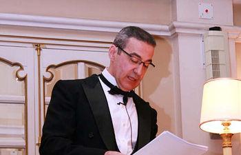 Feliciano Barrios lee el discurso de ingreso.