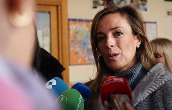 Carmen Navarro ejerciendo su derecho al voto. Foto: Manuel Lozano Garcia / La Cerca