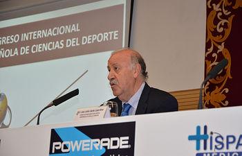 Vicente del Bosque durante su intervención.