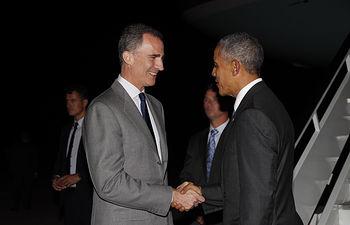 Su Majestad Rey recibe al Presidente de los EE.UU., Barack Obama, a su llegada a la Base Aérea de Torrejón de Ardoz.  Base Aérea de Torrejón de Ardoz (Madrid), 09.07.2016 - © Casa de S.M. el Rey
