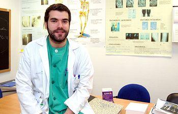 En la imagen, Esteban García-Prieto, residente de traumatología del Hospital Nuestra Señora del Prado, premiado en el Congreso de Traumatología y Ortopedia.