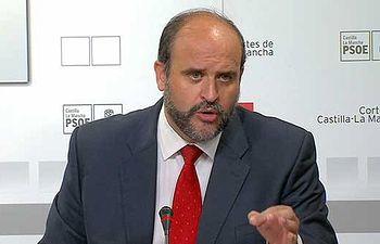 Fotografía de José Luis Martínez Guijarro en rueda de prensa
