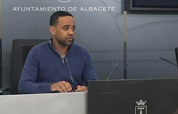 Héctor García.