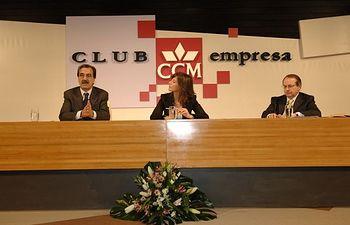 Emilio Ontiveros, la moderadora Mónica Sanz y Juan José Toribio