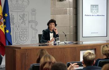 La ministra de Educación y Formación Profesional y portavoz del Gobierno en funciones, Isabel Celaá, atiende a los medios de comunicación, en la rueda de prensa posterior al Consejo de Ministros. Foto: Pool Moncloa www.lamoncloa.gob.es