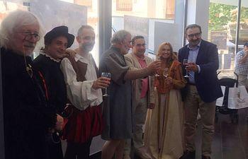 El consejero de Sanidad muestra su apoyo a la difusión del vino como parte de la dieta mediterránea. Foto: JCCM.