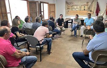 El consejero de Agricultura presenta a los ganaderos de Nerpio el Plan Estratégico de Ganadería Extensiva