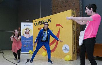 Cuenca acoge la penúltima fiesta del programa 'Correos reparte sonrisas' que recorre 23 ciudades españolas.
