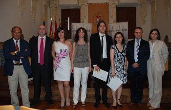 GAnadores del certamen junto a las autoridades participantes en el acto de entrega de premios.