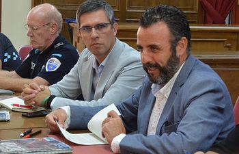 El alcalde, junto al delegado del Gobierno en Guadalajara y el jefe de la Policía Local. Fotografía: Álvaro Díaz Villamil / Ayuntamiento de Azuqueca.