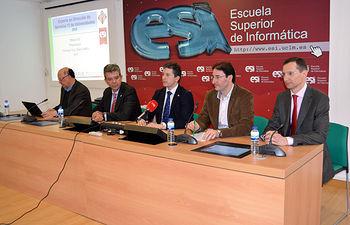 Desde la izquierda, Francisco Ruiz, Juan Camarillo, de CRUE-TIC; Crescencio Bravo, Eduardo Fernández-Medina y Mario Piattini