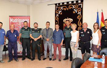 Tierraseca visita el cuartel de Madrigueras tras presidir la Junta Local de Seguridad de cara a sus fiestas patronales.