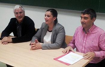 Fotografía de la mesa del acto sobre educación en Puertollano