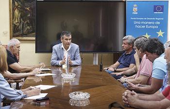 Reunión del Alcalde y el concejal delegado de personal con representantes sindicales sobre la RPT