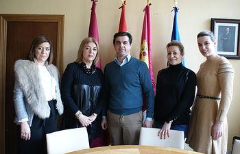 Javier Cuenca con la nueva junta directiva de AMEPAP.