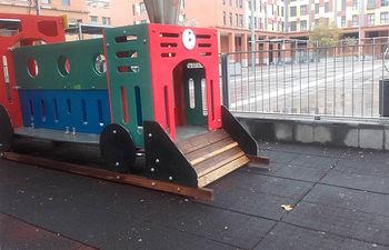 Imagen de una de las áreas de juego infantiles de la Plaza 3 de Abril. Fotografía: Ayuntamiento de Azuqueca de Henares