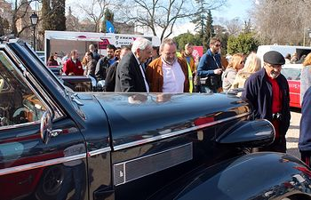 Jesús Labrador durante la visita que ha realizado en Toledo al encuentro solidario de vehículos clásicos e históricos