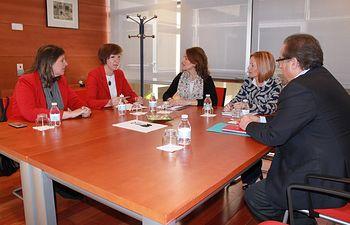 Foto reunión con la consejera de Bienestar Social.