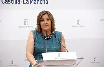 La consejera de Economía, Empresas y Empleo en funciones, Patricia Franco, durante su comparecencia en rueda de prensa para valorar de los datos del paro registrado del mes de junio. (Foto: Álvaro Ruiz // JCCM)