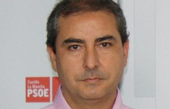 Fotografía de Siro Ramiro en rueda de prensa