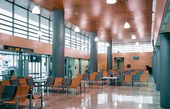 Las nuevas instalaciones de la terminal del Aeropuerto de Albacete están diseñadas de forma dinámica y práctica.