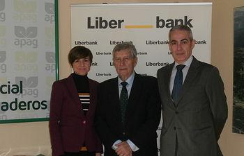 Firma de convenio entre APAG y Liberbank.
