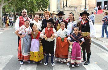 Mª Ángeles Martínez y Rosa González de la Aleja asisten a la exaltación del traje manchego en la Feria de Albacete