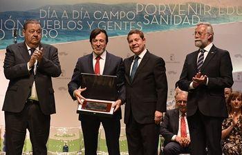 La Placa al Mérito Regional a FEDA, en el día de Castilla-La Mancha, es un reconocimiento a la organización, a sus asociaciones, empresas y autónomos