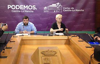 Los responsables de la Secretaría de Movimientos Sociales y Relación con la Sociedad Civil de Podemos Castilla-La Mancha, Ana Navarrete y Pedro Vozmediano