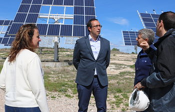 María Ángeles Rosado y Felipe Oliva vistan ISFOC.