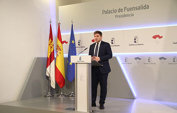 El portavoz del Gobierno regional, Nacho Hernando, ofrece, en el Palacio de Fuensalida, una rueda de prensa para informar de los acuerdos del Consejo de Gobierno. (Fotos: Álvaro Ruiz // JCCM)