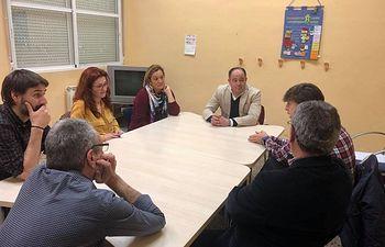 El candidato socialista a la Alcaldía de Albacete, Emilio Sáez, visita instalaciones de APACEAL