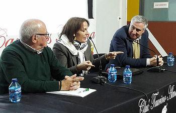 Carmelo García, Macarena Gallego y José Lozano, en un momento de la charla.