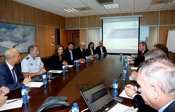 Marta García durante una reunión sobre el proyecto Puerta Aeronáutica 2. Foto: JCCM.