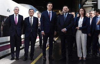 El presidente del Gobierno en funciones, Pedro Sánchez, junto al secretario de Infraestructuras, Transporte y Vivienda, Pedro Saura, y el ministro de Fomento en funciones, José Luis Ábalos, en la inauguración de la línea de alta velocidad Madrid-Antequera-Granada.