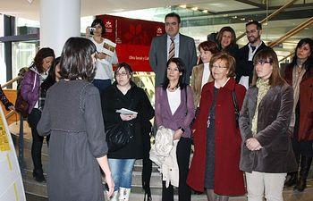 La directora general de Acción Social y Cooperación Internacional, Esther Padilla, durante la apertura en Albacete de la Exposición Puertas contra la pobreza y la exclusión social.