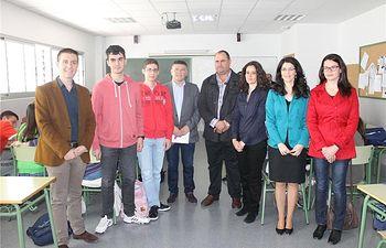 El presidente de la Diputación felicita a los alumnos hellineros que representaron a la región en la Olimpiada de la Física
