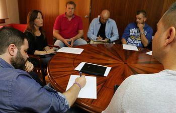 Reunión de los representantes de GEACAM y PODEMOS CLM sobre la negociación del Convenio GEACAM.