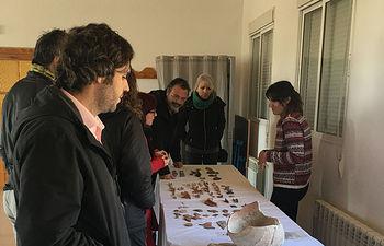 Visita del Coordinador Provincial al yacimiento del Cerro de la Virgen de la Cuesta en Alconchel en su jornada de puertas abiertas.