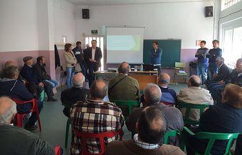 Fotografía del director provincial de Agricultura, Medio Ambiente y Desarrollo Rural, Manuel Mirada en uno de estos cursos y jornadas de formación.