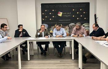 """Emilio Sáez expone a APEHT el proyecto para organizar el Festival Internacional de """"Antorchas 2020"""""""