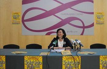 Isabel Nogueroles, concejala de Cultura, presenta la ópera Carmen y el programa del Solsticio Folk 2010